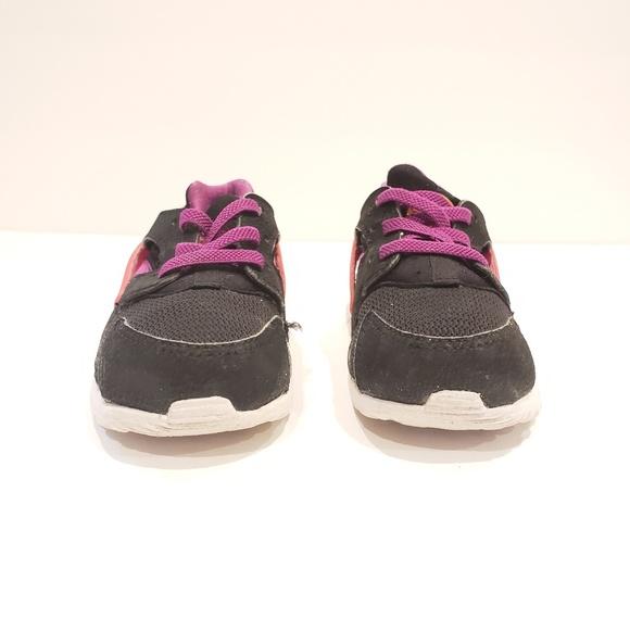 a6070b8b39e5 Nike Air Huarache Baby Toddlers Boy Girl 704952 00. Nike.  M 5b4d260ec89e1d6f2eb7e396. M 5b4d26134ab63318644b8a8c.  M 5b4d26109539f7f997cce934